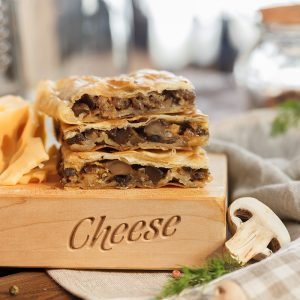 Пирог с грибами и сыром
