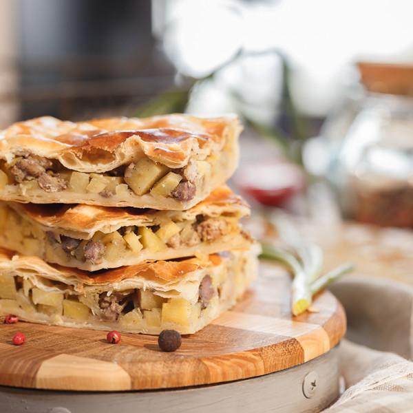 Пирог с картофелем и свининой по-флотски