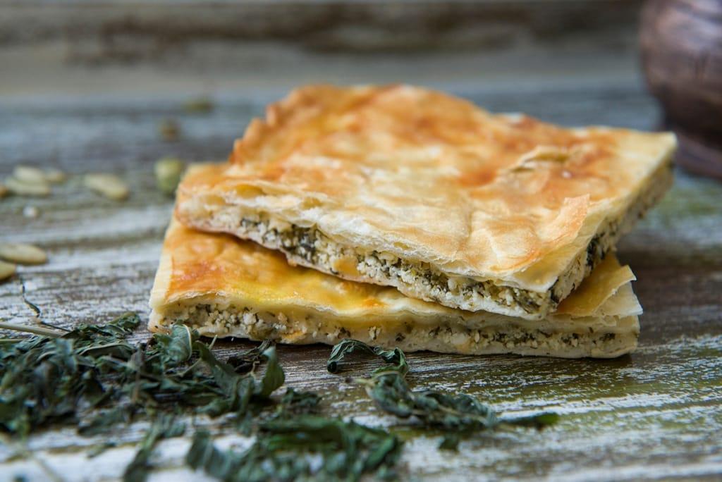Пирог с сыром и творогом из слоеного теста рецепт